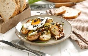 ¿Sin tiempo para cocinar? come rico sin tardarte tanto con estos huevos rotos con boletus y trufa